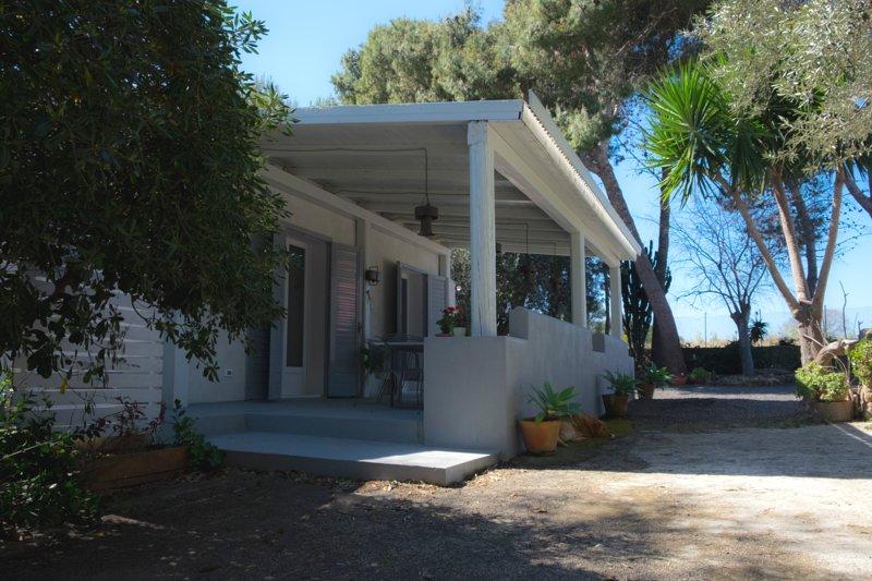 Nice property with garden & terrace, holiday rental in Villasmundo