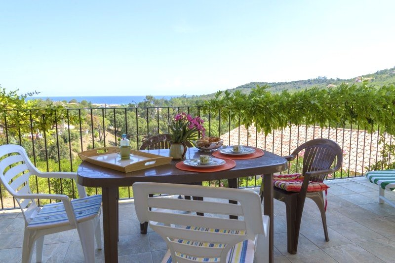 Nice house with sea view & terrace, vacation rental in Favone