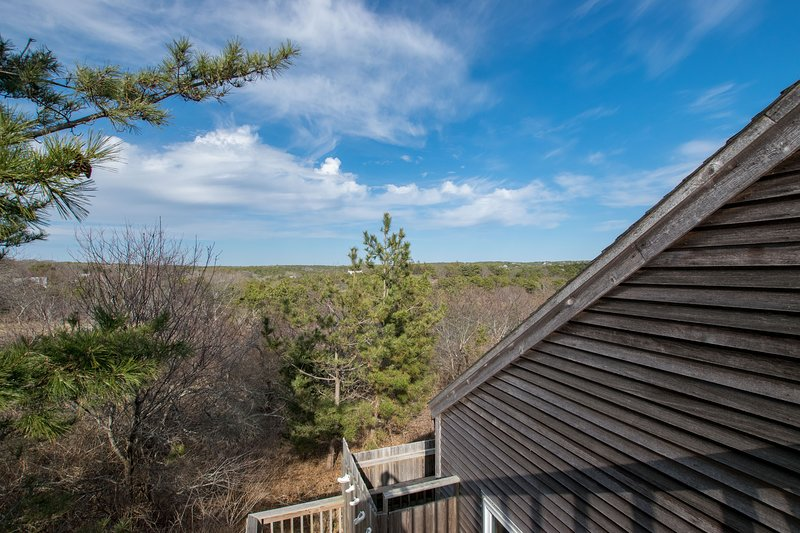 #202: 5 min walk to beach, amazing outdoor space, roof-level deck, and updated!, vacation rental in Truro