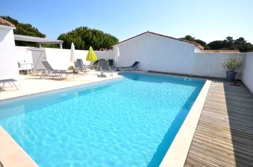 Amazing house with shared pool, holiday rental in Le Bois-Plage-en-Re