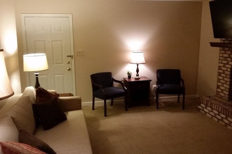Elegant 1st floor Condo 10 mins from UK stadium, holiday rental in Nicholasville