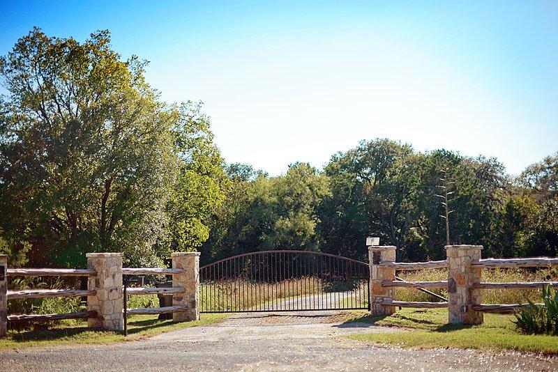 Skugga Ranch främre ingången med grind-kod