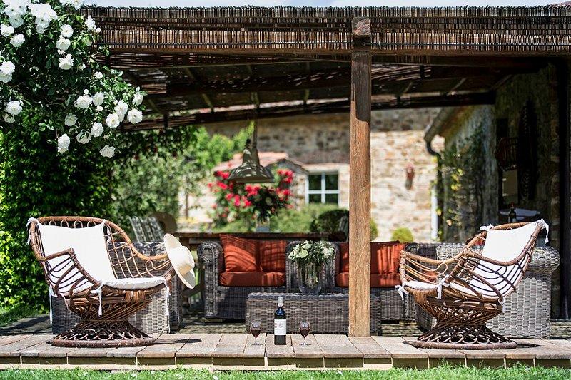 Corti Villa Sleeps 20 with Pool and Air Con - 5581745, casa vacanza a Casole