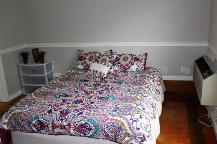 La chambre principale avec lit queen matelas - serré du sommeil!