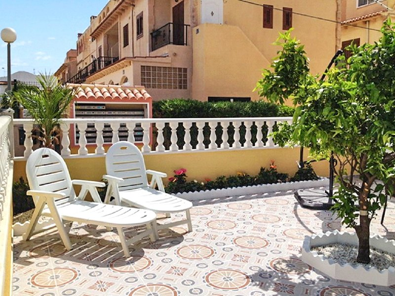 Beautiful apt with shared pool, vacation rental in Torrevieja