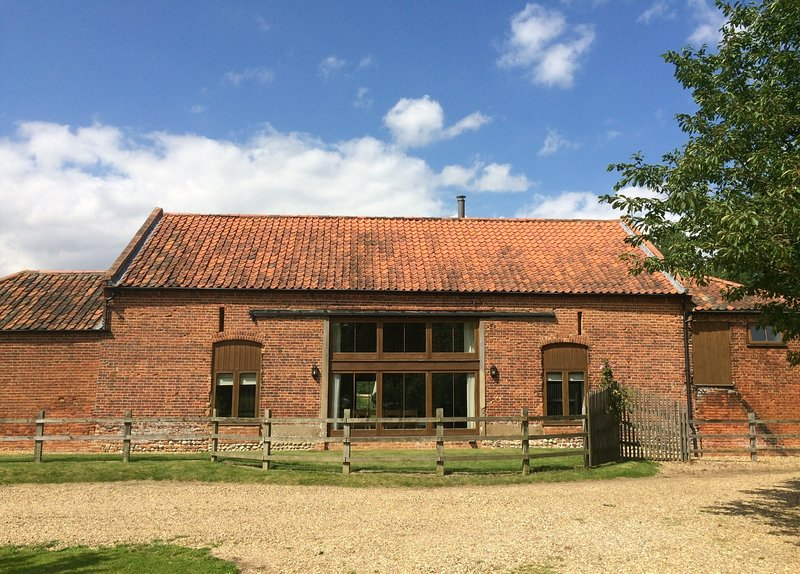 Kings Beck Barn is a detached property set at the end of a private drive