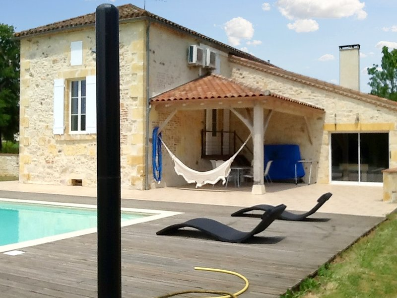 Big house with swimming-pool & Wifi, vacation rental in Condezaygues