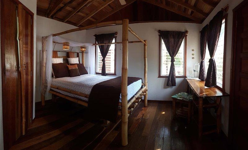 Bamboo Bungalow on the Beach at Leaning Palm Resort, holiday rental in Gales Point