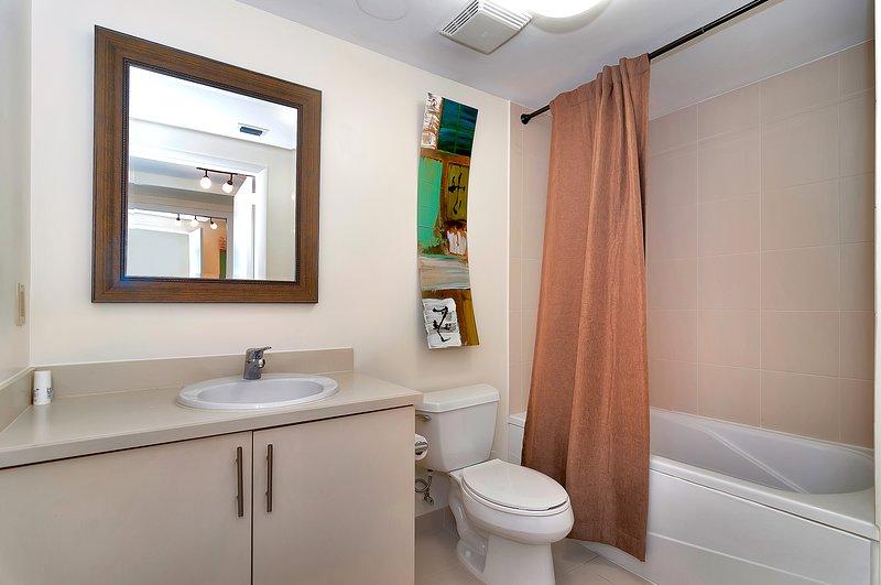 Les grandes salles de bains privées pour chaque chambre