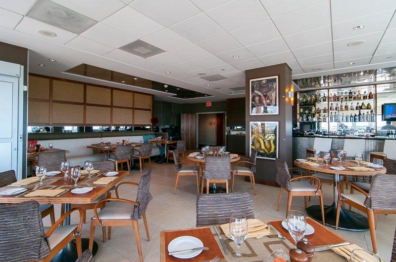 Panorama restaurant près de la piscine au 8ème étage
