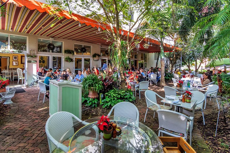 Vous pourrez dîner dans le jardin au café Peacock au rez de chaussée