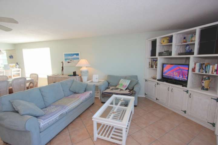 Open Living Area with Scenic Views of The Gulf Of Mexico/Cable TV/Queen Sleeper Sofa