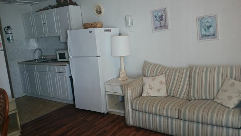 Newly remodeled quiet, clean efficiency Condo #4, vacation rental in Wildwood