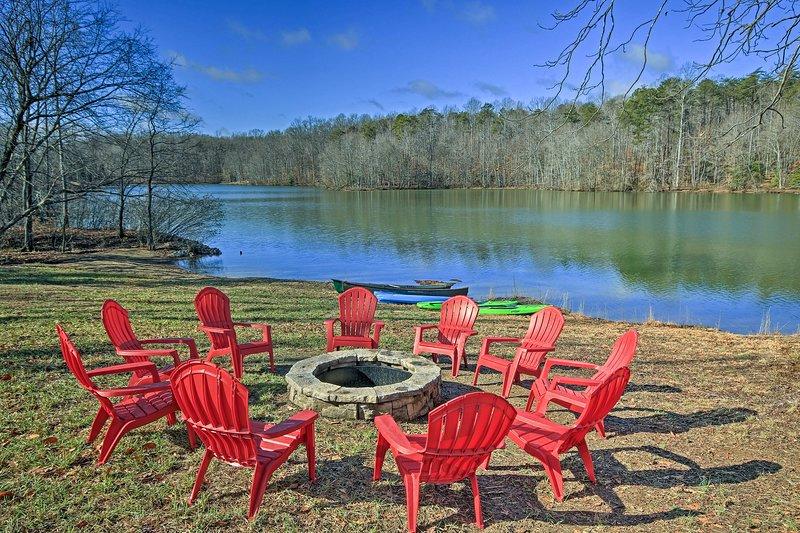 Der ideale Ufer Rückzug erwartet Sie in dieser Lake Anna Ferienhaus Hause.