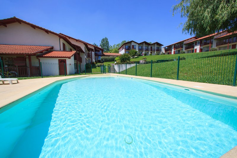 Location Appartements Souraïde Pays basque, vacation rental in Espelette
