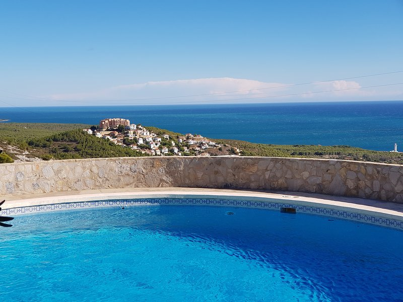 Large private pool with panoramic views all around Depth of pool: 1.5m to 2.7m