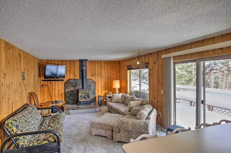 Cozy Worley Cabin w/ Lake Access & Gas Grill!, holiday rental in Worley
