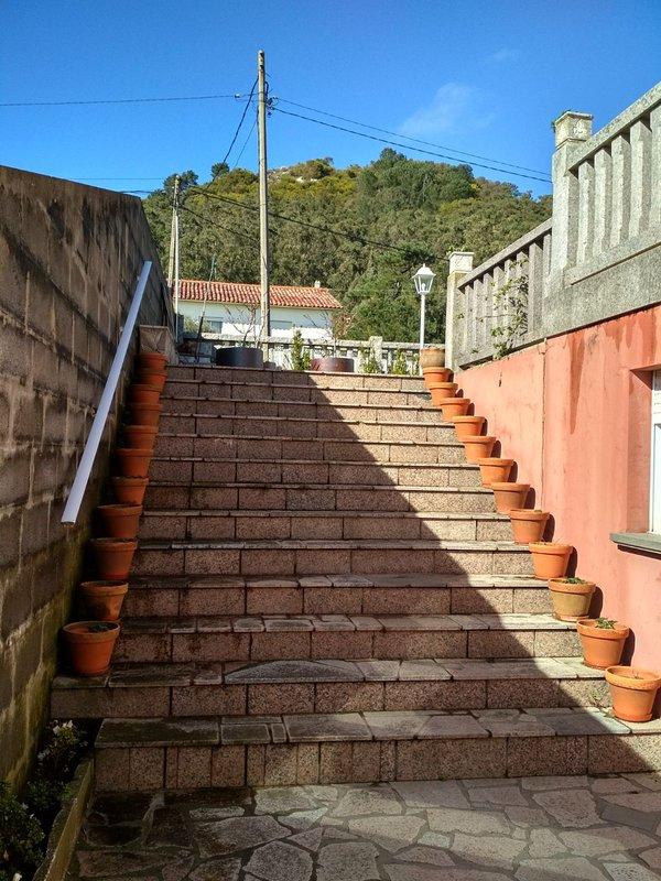 Escaleras de bajada al apartamento.