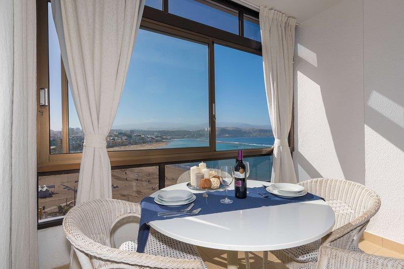 Frontline apartment in Las Canteras, vacation rental in Utiaca