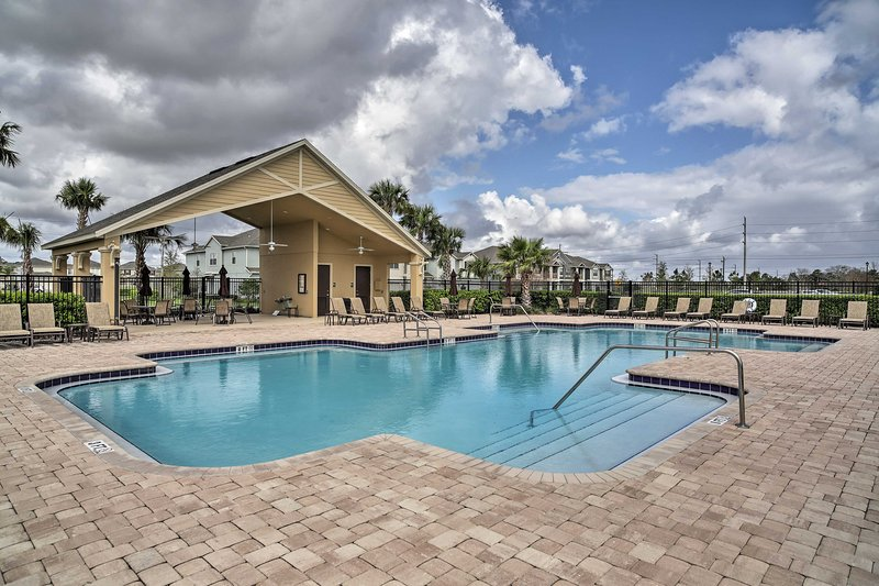 Quiet Sanford Townhome w/Pool Access -10Mins to DT, alquiler de vacaciones en Orange City