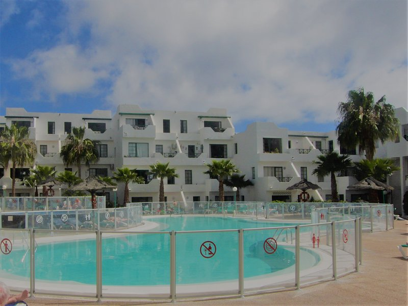 Casa Kazz 1 bed sea view apt (sleeps up to 4), centrally located, heated pool, location de vacances à Puerto Del Carmen