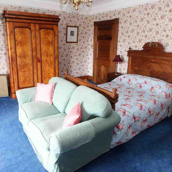Chambre 1 est une belle chambre double avec vue sur le devant de la baie vitrée