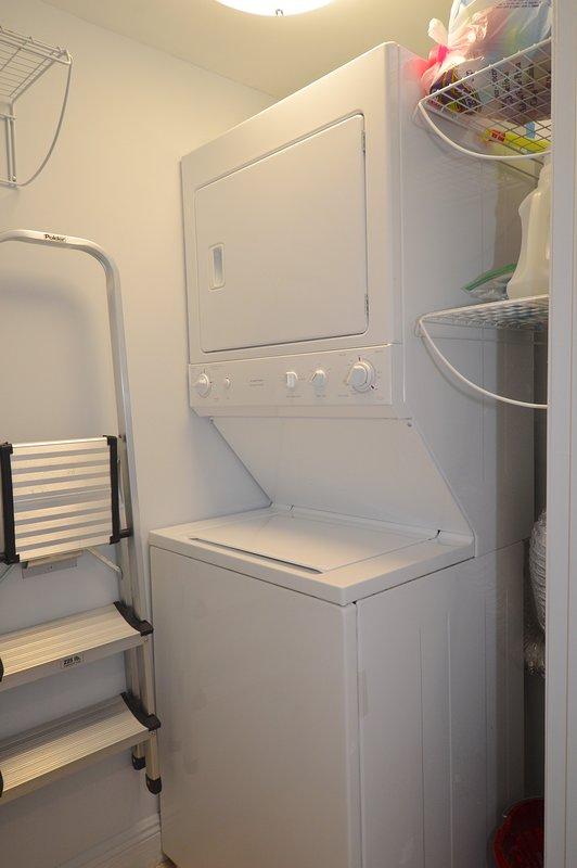 Wasmachine / droger in het apparaat voor al uw wasgoed behoeften. Ook extra handdoeken en beddengoed zijn aanwezig.