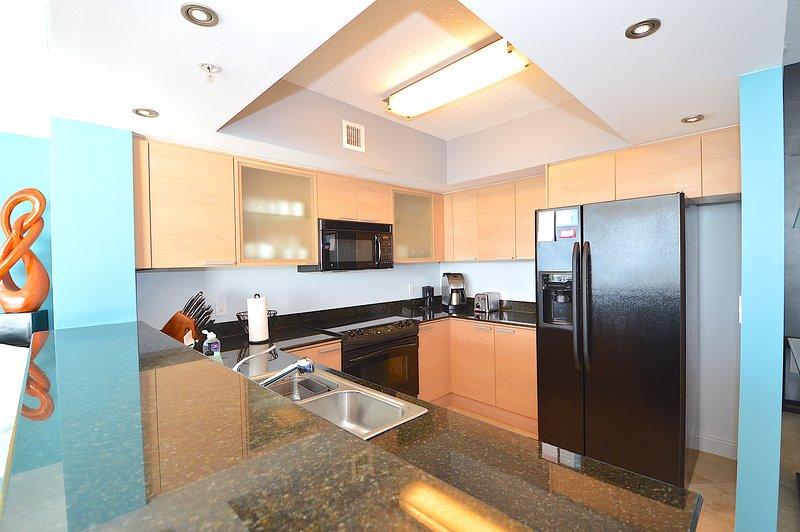 Volledig ingerichte keuken voor al uw koken en bakken behoeften. Granieten aanrecht.