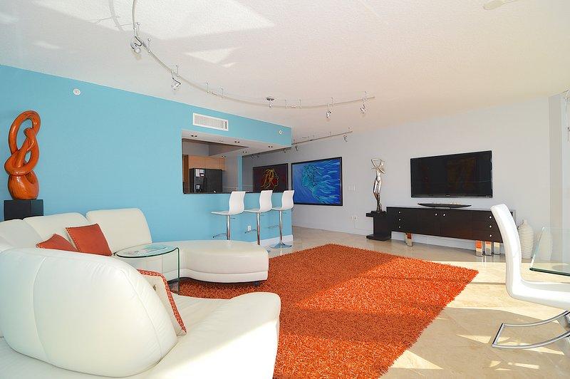 Modern decor in met een split slaapkamer plattegrond.