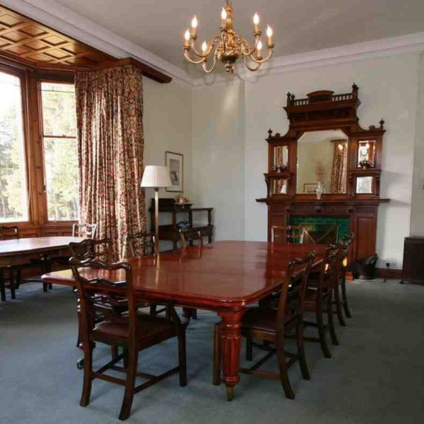 A sala de jantar é uma grande sala