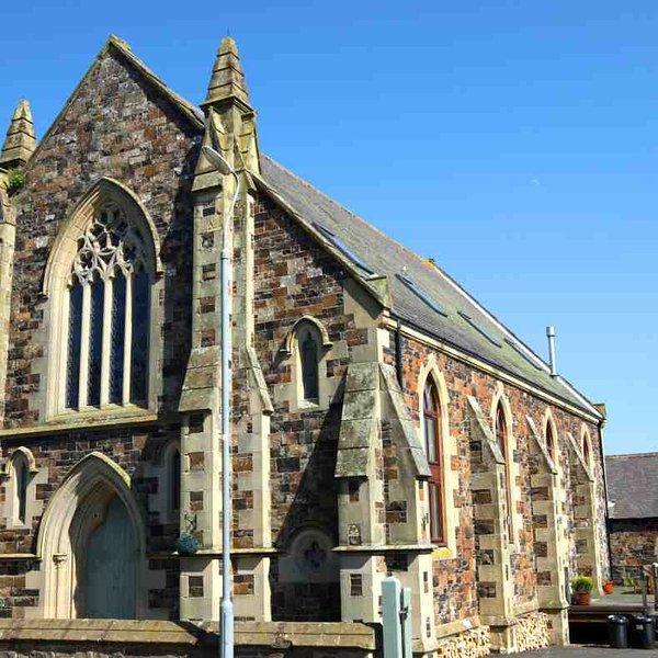 Este edificio tradicional de la iglesia esconde un interior con estilo impresionante