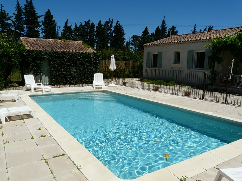 LS6-145 ESPLECHO II Ideally located in an environment with many flowers, vacation rental in Aramon