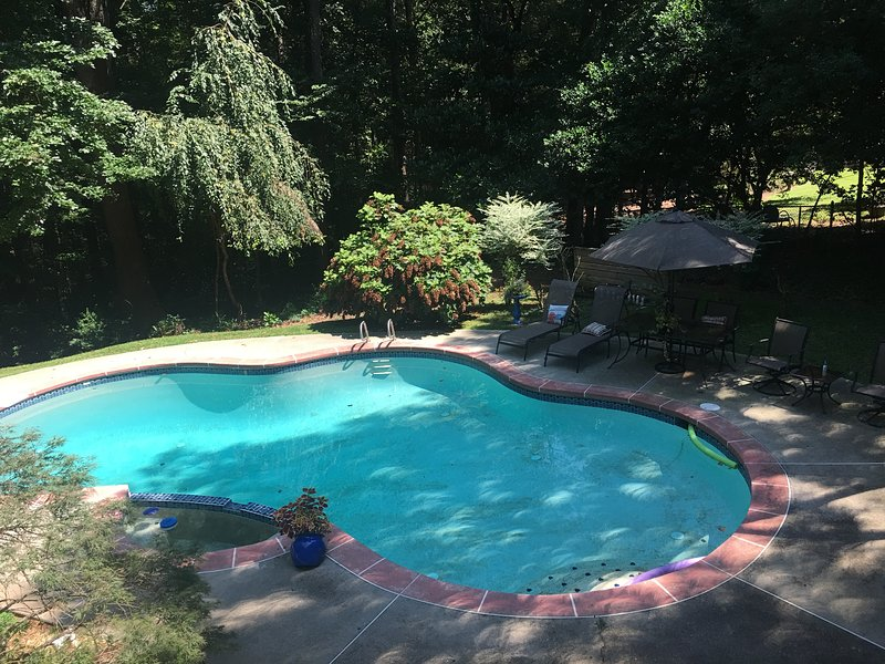 5-Star Garden Apt w/Pool Perfect Location Stn.Mtn.Park & ATL EZ-Access to I-78, location de vacances à Stone Mountain