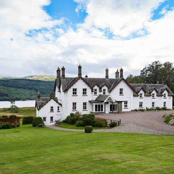 A warm welcome awaits at this beautiful holiday house by Loch Tay