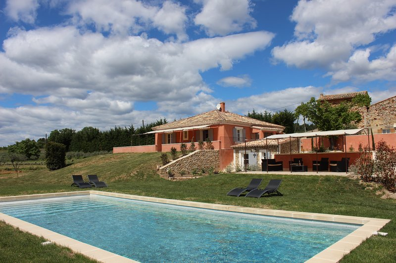 LS2-258 ESTIRAIRE Amazing vacation rental in the maazing village of Roussillon, location de vacances à Roussillon