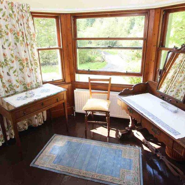 The bay window scene in room 2