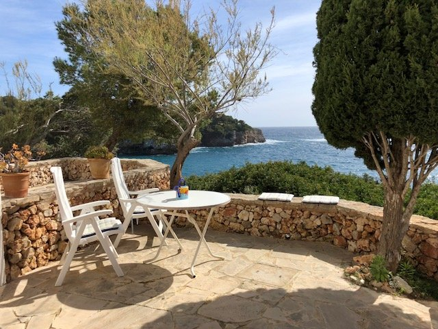 'Faraona', waterfront apartment with pool, next to beach, stunning views., location de vacances à Cala d'Or