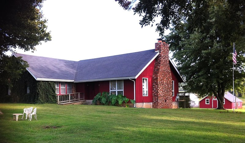 Retreat/Reunion Venue at Stirling Cottage - Ozark Highland Farms, location de vacances à Carthage