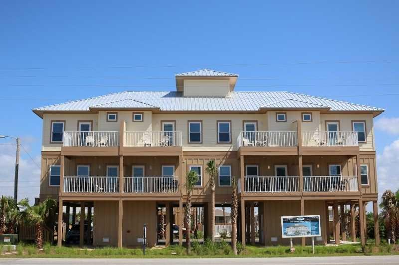 Great Location ~ Pool ~ Kiran Terrace Quadplex ~ Sleeps 40!, Ferienwohnung in Gulf Shores