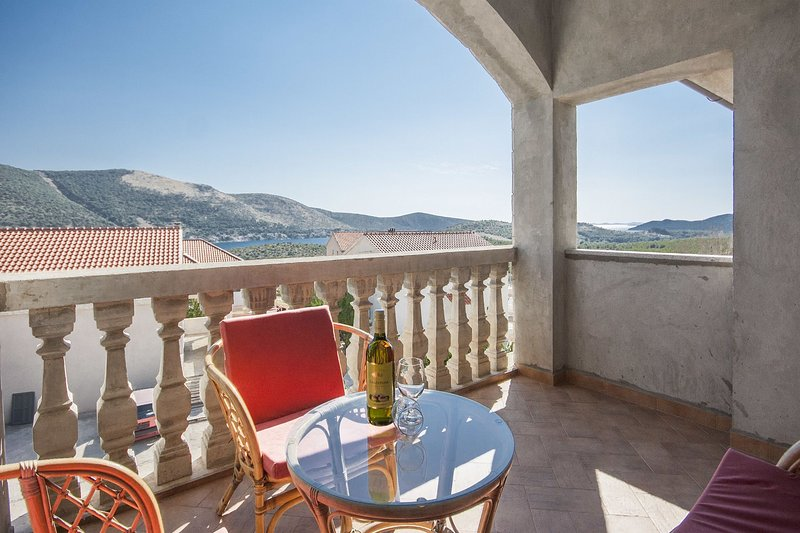 Per - comfortable  family apartments A2(4+1) - Grebastica, vacation rental in Grebastica