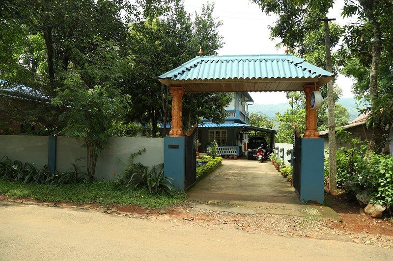 soggiorno di casa Gokulam vi accoglie calorosamente e godere le vacanze nel grembo della natura !!!