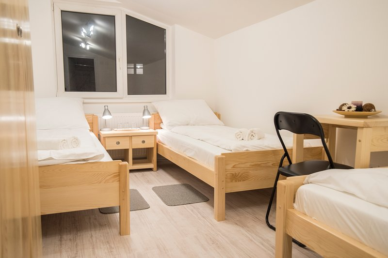 Bloom Inn Hotel - Triple Room, vacation rental in Nis