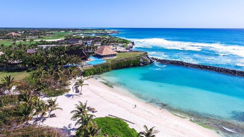 Stunning Ocean and Beachfront Villa in Punta Cana, vacation rental in Punta Cana