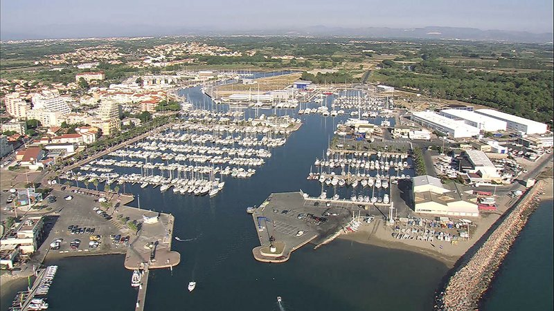 Aerial view of the harbor in 10 minutes from the studio