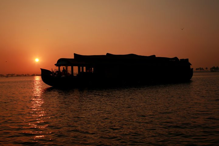 CASABLANCA HOUSEBOAT, ALLEPPEY, holiday rental in Alappuzha