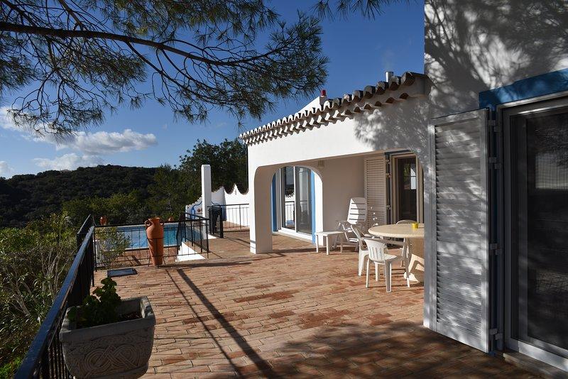 Villa individuelle au calme vue spectaculaire sur l'océan et l'Algarve, location de vacances à Sao Bras de Alportel