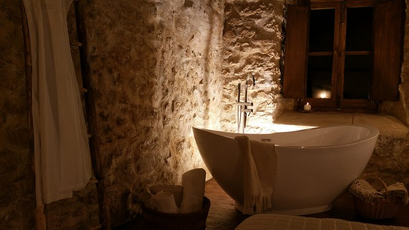 Charme in Perillis - Romantica dimora dal fascino del semplice lusso, alquiler vacacional en Calascio