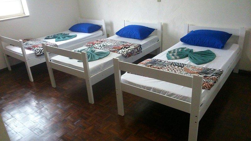 Dormitory with 3 beds: Bedroom 1, casa vacanza a Vinhedo