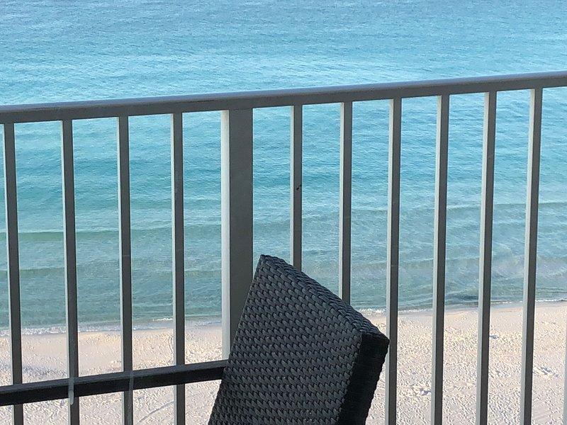 votre point de vue de sable et de l'océan depuis le balcon