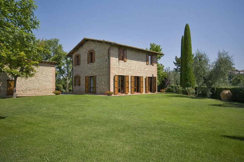 Palaia Villa Sleeps 8 with Pool and WiFi - 5696012, holiday rental in Montefoscoli